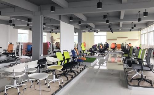 员工腰酸背痛影响工作效率?你的办公椅该换了!